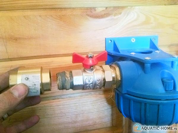 Для надежности соединения используется лен с паклей