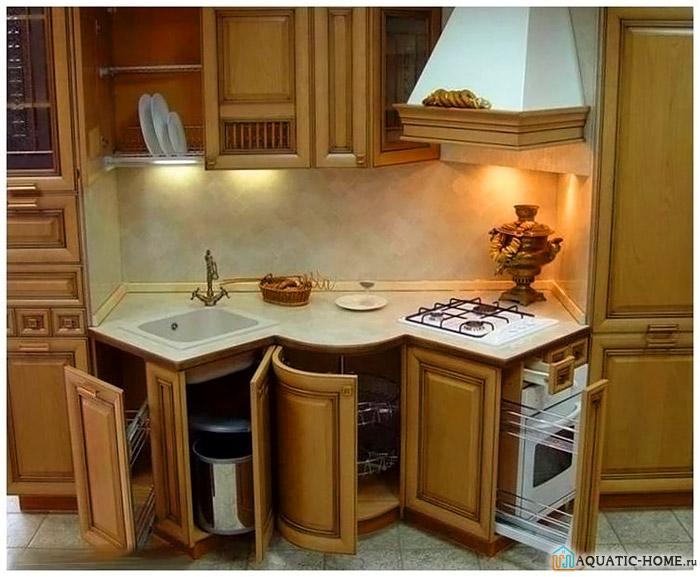 При подобном оборудовании кухни пригодится сифон гофрированного типа