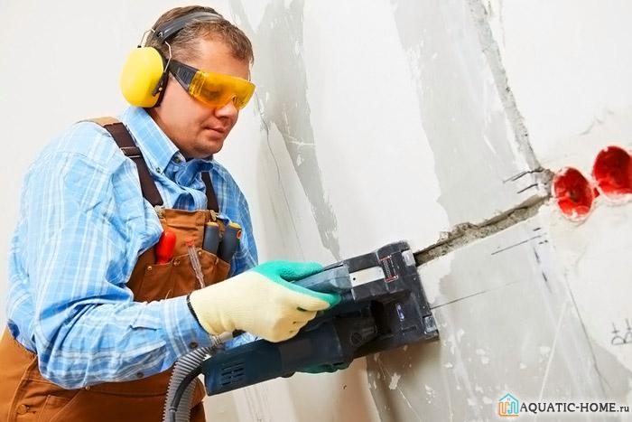 Создание штроб в стенах с применением электроинструмента