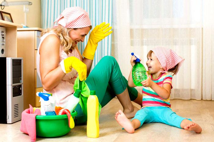Чтобы поддержать иммунитет ребёнка, необходимо периодически проветривать детскую, делать генеральную уборку