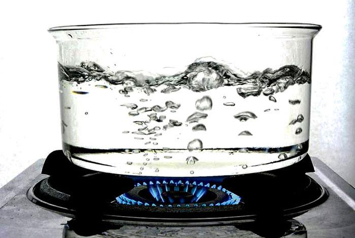 Кипячение воды удалит соли жесткости, но эта методика сопряжена с большими затратами энергетических ресурсов