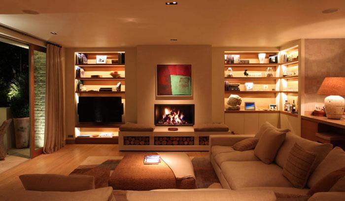 Правильная подсветка полок делает интерьер эргономичным и удобным