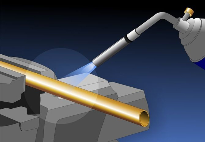 Нагреть трубу можно газовой горелкой