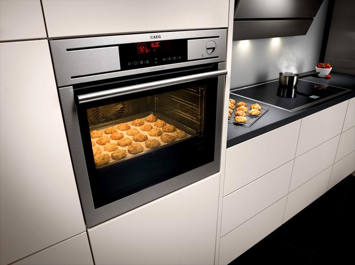 Хорошее освещение в духовке позволит контролировать процесс приготовления пищи