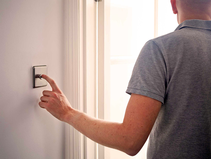 Не нужно в целях экономии ходить за забывчивыми членами семьи и выключать свет в комнатах