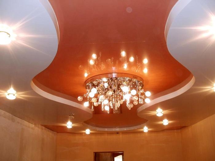 Как повесить люстру на натяжной потолок: видео