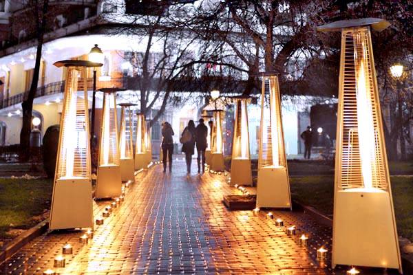 Уличное красочное освещение и обогрев