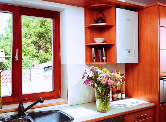 Небольшой технический аппарат можно встроить в кухонную мебель