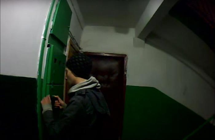 Запись с видеоглазка лестничной клетки