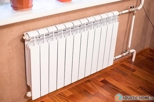 Радиатор установленный в комнате