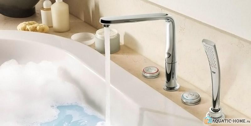 Расположение на бортике ванны позволит отлично сэкономить место