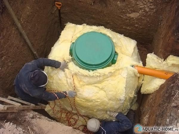 Для того чтобы избежать промерзания септика зимой его можно утеплить специальным материалом
