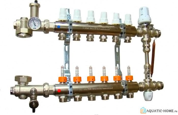 Типовой коллектор с манометром, регуляторами температуры и кранами Маевского