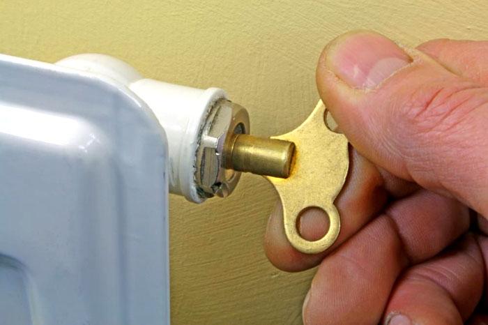 Клапаны с ручным управлением подходят для тех, кто может сам стравливать воздушную пробку из системы