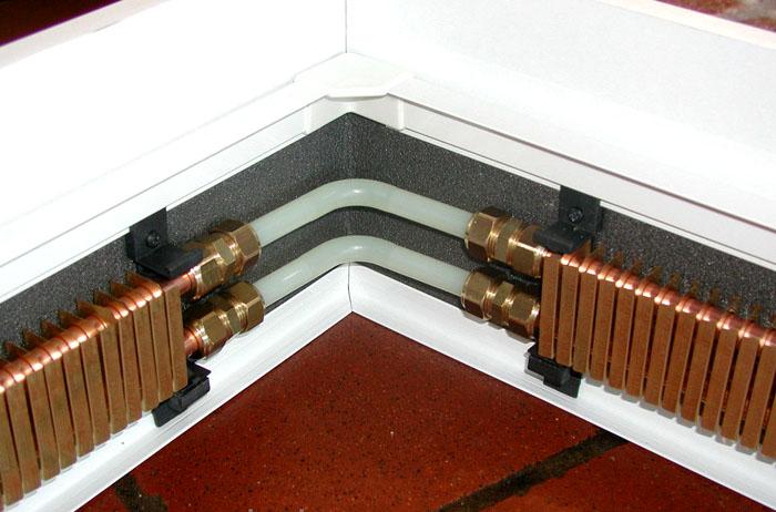 Соединения плинтусов производятся с использованием термостойкого кабеля