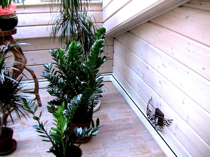 Теплый плинтус – отличное решение для зимнего сада и веранды