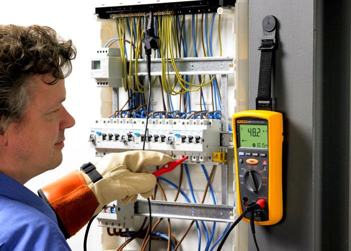 Использование устройства в работе электрика
