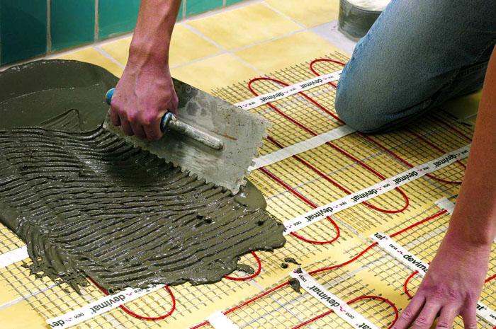 Электрический теплый пол. Гибкий нагревательный элемент в защитной оболочке устанавливается в структуре строительной конструкции