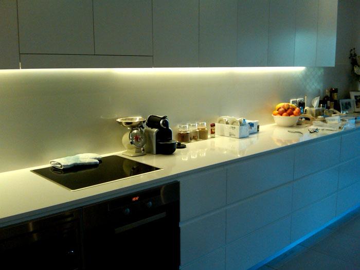 Достаточная освещенность необходима на кухне
