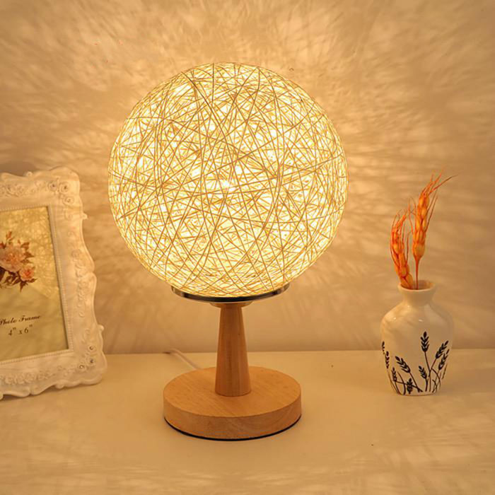 Это изделие создает неравномерное световое поле, поэтому оно лучше подходит для декора