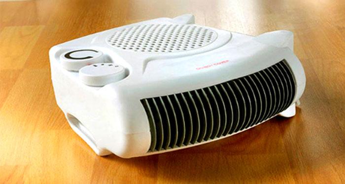 Вентилятор направляет горячий воздух в комнату и довольно быстро поднимает температуру до нужного уровня