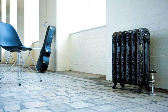 Если изучаете радиаторы отопления, какие лучше для квартиры, цены, обратите внимание на модели из чугуна. Их надежность вполне соответствует стоимости
