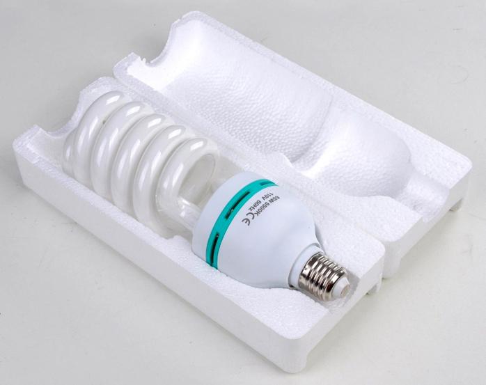 Энергосберегающие лампыобладают неплохими техническими характеристиками, но обращаться с ними надо осторожно