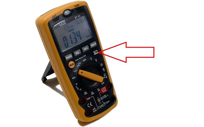 При соответствующем оснащении мультиметр можно использовать для измерения комнатной температуры