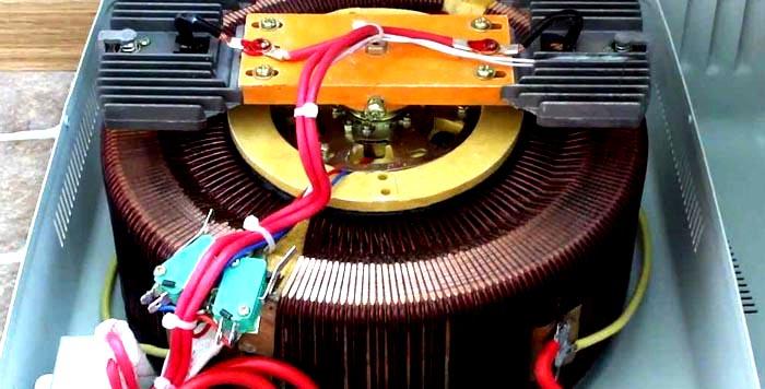 Стабилизатор, оснащенный сервоприводом