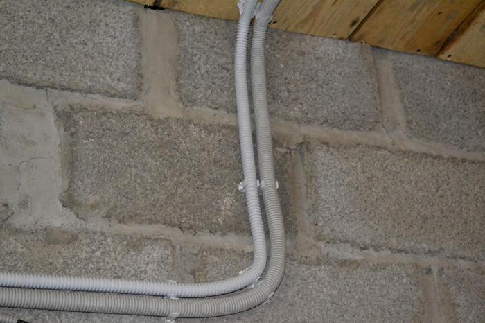 Прокладка кабеля в гараже