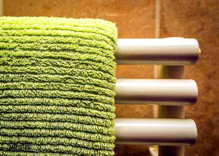 Мокрые полотенца на радиаторе – не самый эстетичный метод увлажнения воздуха
