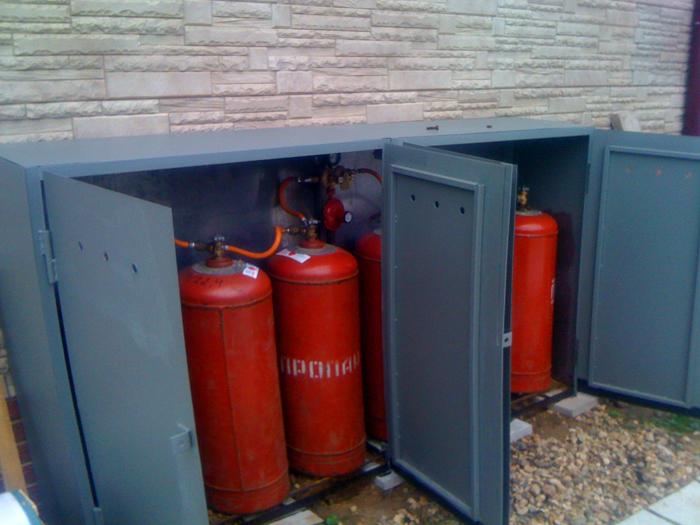 При использовании сжиженного газа, тара для его хранения должна храниться за металлическими стенками