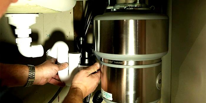 Монтаж конструкции в водопроводную систему