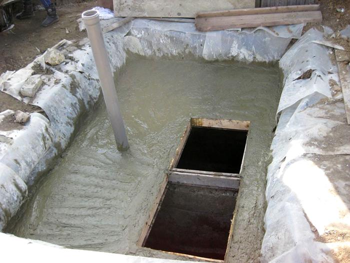 Бетонная монолитная выгребная яма